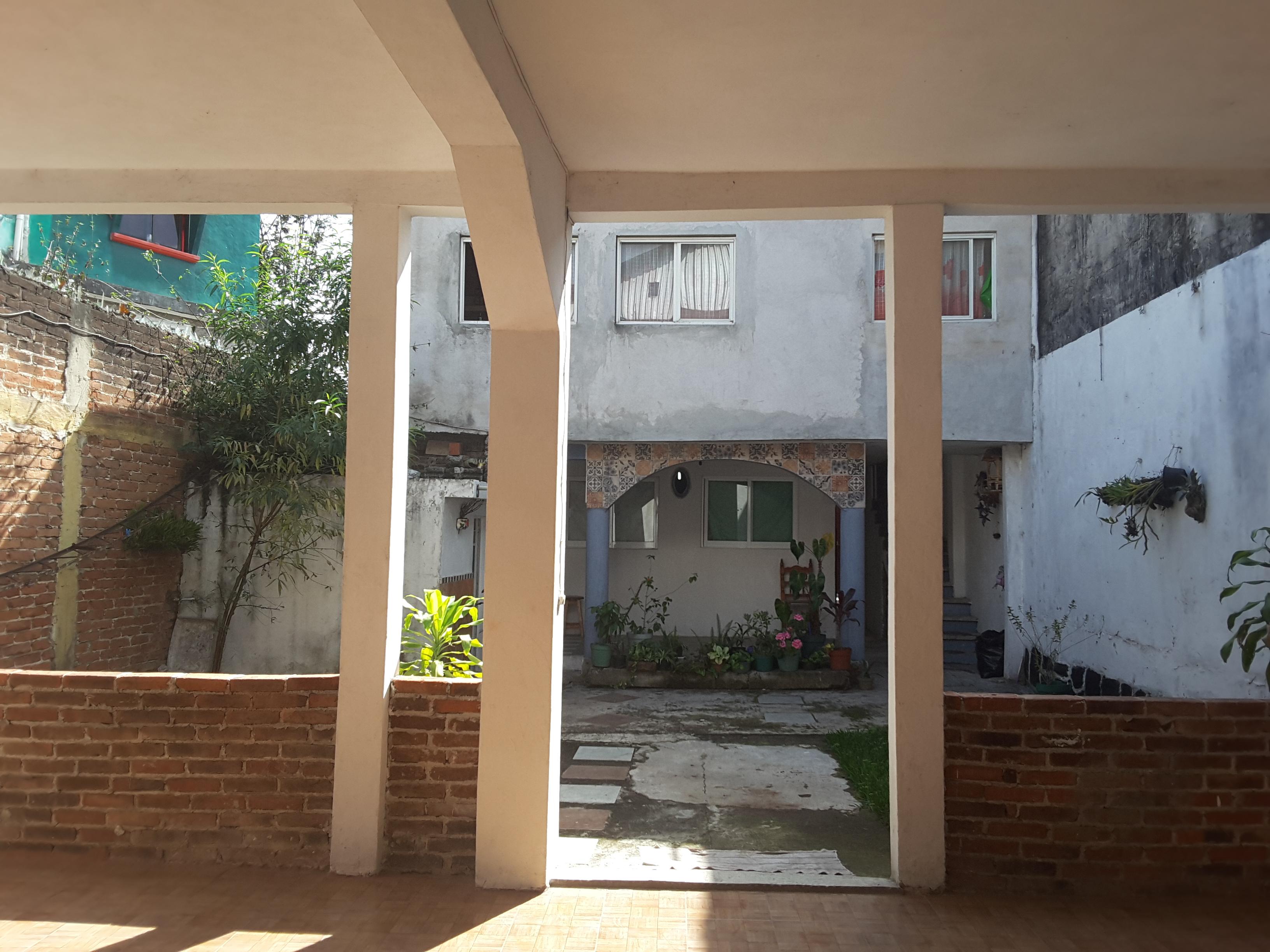 CASA EN VENTA A 5 MTS DE AV. LAZARO CARDENAS XALAPA, 283 M2, 4 REC, 3 BAÑOS